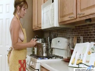 housewife bonks her black sextoy