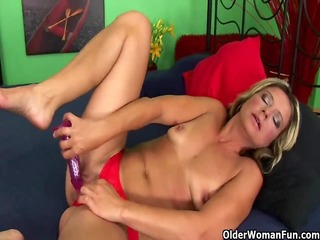 mature housewife receives fisted