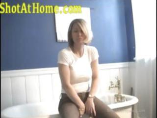 blonde mamma is posing and rubbing her pussy on