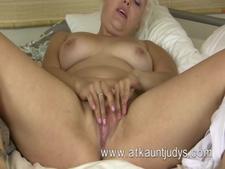 voluptous blonde mother id like to fuck from