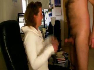 chick housewife sucks off her mans rod the moment