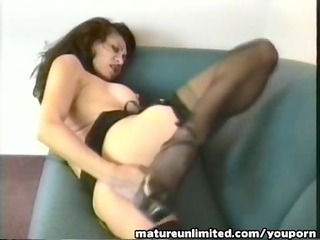 older woman masturbate on the net....