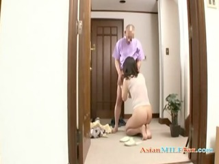 milf engulfing guy dong in 71 on the floor at the