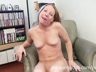 sexy aged alyssa dutch masturbates