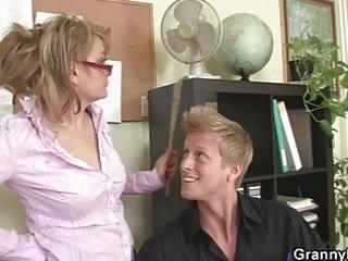 older office boss makes him fuck her hard