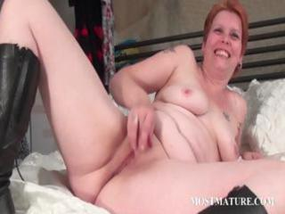 bitchy mother i masturbates vagina in bed
