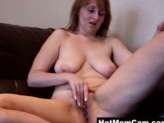 old amateur granny working her snatch at home on