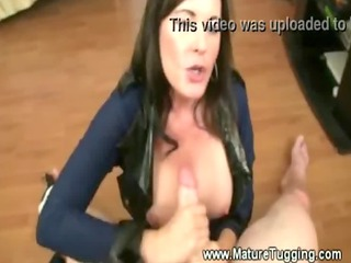 beautiful mama bella roxxx gives her lover a nice