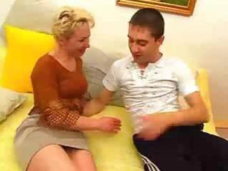mom craves to play with her son