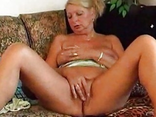 granny tanja toys and cums at home